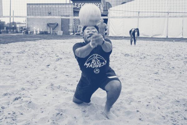 PEAK6 intern athletes playing volleyball